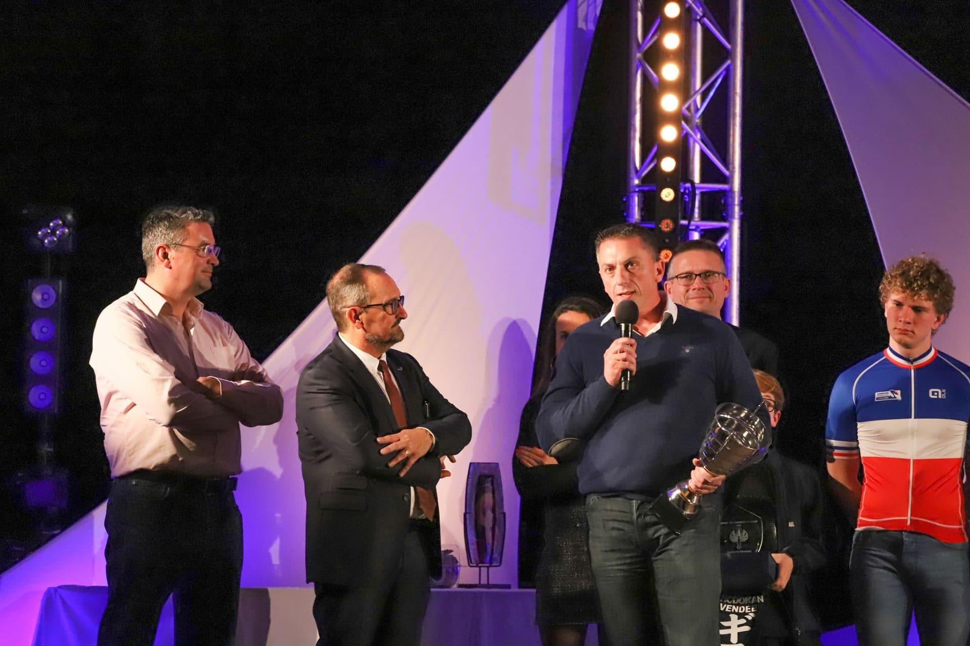 Trophée d'honneur pour les 100 ans du TVEC